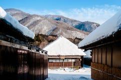 Vila cobrida com sapê de Ouchi Juku da casa do telhado, Fukushima, Tohoku, Japão Imagens de Stock