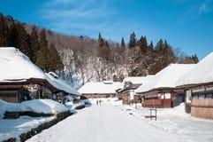 Vila cobrida com sapê de Ouchi Juku da casa do telhado, Fukushima, Tohoku, Japão Fotografia de Stock