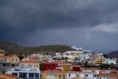 Vila colorida sob um céu preto Fotografia de Stock Royalty Free