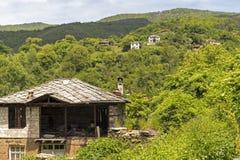 Vila com casas do século XIX, região de Kosovo de Plovdiv, Bulgária imagens de stock