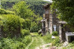 Vila com casas do século XIX, região de Kosovo de Plovdiv, Bulgária imagens de stock royalty free