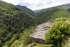 Vila com casas do século XIX, região de Kosovo de Plovdiv, Bulgária fotografia de stock