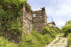 Vila com casas do século XIX, região de Kosovo de Plovdiv, Bulgária fotografia de stock royalty free