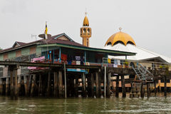 A vila da água de Brunei Darussalam com mesquita chamou Kampong Ayer em Bandar Seri Begawan Foto de Stock