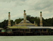 A vila da água de Brunei Darussalam com mesquita chamou Kampong Ayer em Bandar Seri Begawan Imagens de Stock