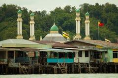 A vila da água de Brunei Darussalam com mesquita chamou Kampong Ayer em Bandar Seri Begawan Fotografia de Stock