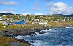 Vila da angra do malote e litoral, NL Canadá foto de stock royalty free
