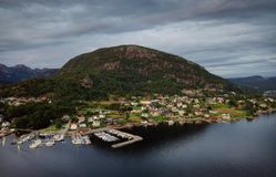 Vila da costa de Noruega fotografia de stock royalty free