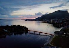Vila da costa de Noruega fotos de stock