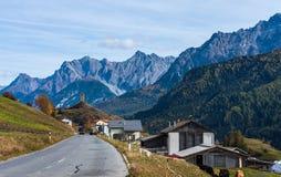 A vila de Ardez, Graubunden em Su??a fotografia de stock