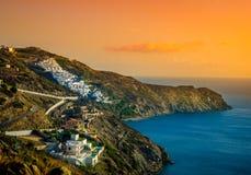Vila de beira-mar da Creta no por do sol Imagem de Stock Royalty Free