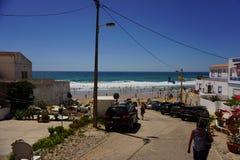 a vila de Burgau no Algarve de Portugal em Europa Portugal, o Algarve no verão imagem de stock