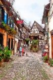 Vila de Equisheim no campo de Alsácia fotografia de stock