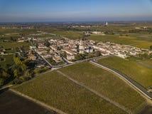 Vila de Estephe de Saint, situada ao longo da rota do vinho de Saint Estephe imagem de stock royalty free