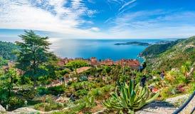 Vila de Eze na costa de Riviera francês, Cote d'Azur, França foto de stock royalty free