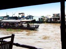 Vila de flutuação em Vietnam Fotografia de Stock Royalty Free