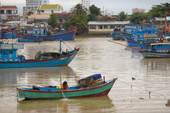 Vila de flutuação na baía de Halong, Foto de Stock