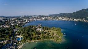 Vila de Gmunden em Áustria, vista aérea Foto de Stock