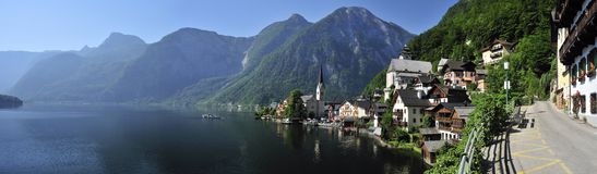 Vila de Hallstatt & lago Hallstatt Imagens de Stock Royalty Free