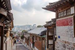 Vila de Hanok em Seoul, Coreia do Sul imagens de stock royalty free