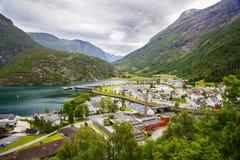 Vila de Hellesylt perto do fiorde de Geiranger, Noruega Foto de Stock Royalty Free