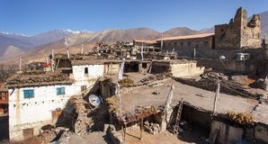 Vila de Jharkot, fuga trekking do circuito redondo de Annapurna foto de stock