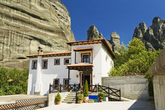 Vila de Kastraki e montanha de Meteora, Greece Foto de Stock