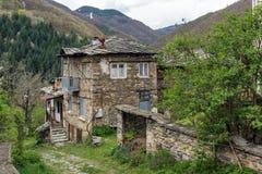 Vila de Kosovo com as casas do século XIX autênticas, Bulgária fotos de stock