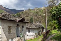 Vila de Kosovo com as casas do século XIX autênticas, Bulgária fotografia de stock royalty free