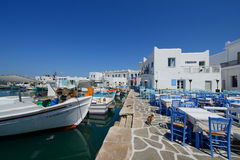 A vila de Naousa, ilha das ilhas gregas típicas de Paros, Cyclades, Imagens de Stock