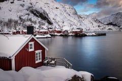 Vila de Nusfjord nas ilhas de Lofoten em Noruega imagens de stock