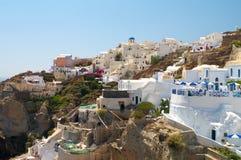 Vila de Oia no console de Santorini. imagens de stock royalty free