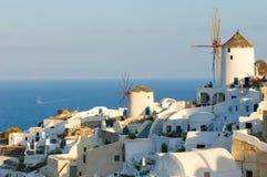 Vila de Oia no console de Santorini, Greece Imagens de Stock Royalty Free