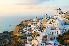 Vila de Oia no console de Santorini, Greece Fotografia de Stock Royalty Free