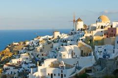 Vila de Oia no console de Santorini, Greece Imagem de Stock