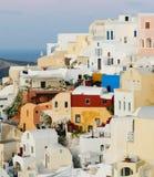 Vila de Oia no console de Santorini, Greece Imagens de Stock