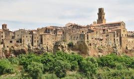 Vila de Pitigliano tuscan nas rochas 2 do tufo Imagem de Stock Royalty Free
