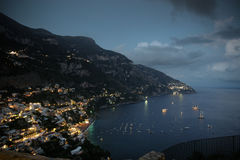 Vila de Positano na noite Fotografia de Stock Royalty Free