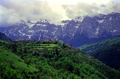 Vila de Pyrenees Imagem de Stock Royalty Free