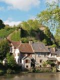Vila de Segur le Castelo e rio de Auvezere, França foto de stock