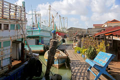 Vila de Songkhla pelo mar foto de stock
