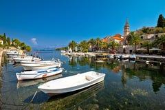 Vila de Splitska na opinião da margem da ilha de Brac foto de stock royalty free