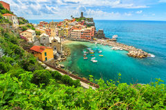 Vila de Vernazza na costa de Cinque Terre de Itália, Europa Fotografia de Stock Royalty Free