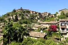 Vila Deia em Mallorca, Espanha Fotografia de Stock