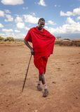 Vila desconhecida perto do parque de Amboselli, Kenya - 2 de abril de 2015: Desconhecido fotos de stock