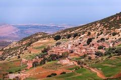Vila do berber da montanha em montanhas de atlas Imagens de Stock