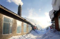 Vila do inverno na porcelana do nordeste Imagens de Stock