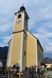 Vila do ir da igreja Fotografia de Stock Royalty Free