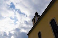 Vila do ir da igreja Imagens de Stock Royalty Free