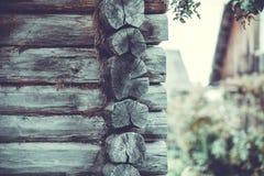 Vila do russo das fachadas de casas de madeira no estilo antigo Imagens de Stock Royalty Free